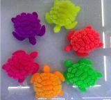 Kind-Plastikspielzeug mit grellen flockigen Kugel-Schildkröten
