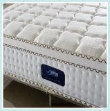 熱い販売の高級ホテルの寝室の家具のベッドのスプリング入りマットレス