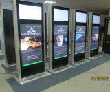Affissione a cristalli liquidi fissata al muro che fa pubblicità al chiosco dello schermo di tocco di Digitahi della visualizzazione