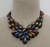 2017 de Met de hand gemaakte Halsband van de Kraag van de Nauwsluitende halsketting van het Kostuum van de Slab van de Charme van de Manier van het Kristal van de Parel Ruige (JE0006)