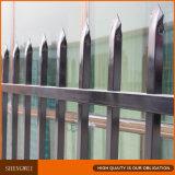 1.8m x 2.4mの黒色火薬の上塗を施してある鋼鉄塀
