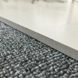 ベージュカラーマットの表面の床タイルの磁器のタイル