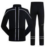 Trainings d'usure de sports de loisirs dans la couche de sport de l'homme avec le long pantalon