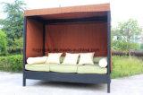 屋外のテラスの庭の藤の寝台兼用の長椅子0321
