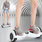 電気スクーター、ハンドルの白のスマートなバランス2の車輪の自己の電気計量器のスクーターのバランスをとっている自己