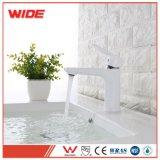preço de fábrica torneira branco casa de banho para venda por grosso