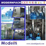 1 разлитая по бутылкам галлоном производственная линия чисто воды заполняя