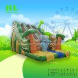 木製の遊園地の膨脹可能なスライドの動物