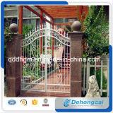 Diseño ornamental de la puerta del hierro labrado del estado