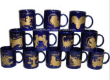 Disegno della tazza dello zodiaco, tazza della costellazione, tazza di caffè di ceramica nera reale. Tazze della porcellana