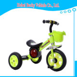 Kind-Dreiradbaby-Kind-Rollerpram-Spaziergänger-Fahrt auf Auto-Spielzeug-Dreirad