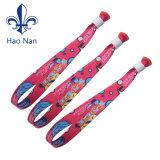 Wristband poco costoso 100% del tessuto del poliestere con la serratura di plastica