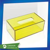Cajas de visualización de acrílico coloridas en estante de visualización montado en la pared