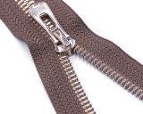 La chiusura lampo del metallo con il tenditore normale di Puller&Fancy/ha chiuso l'estremità & l'estremità aperta/la catena chiusura lampo del metallo
