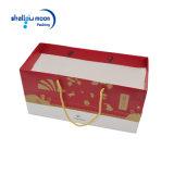 La insignia roja de encargo impresa empaqueta el bolso de compras del regalo con la maneta