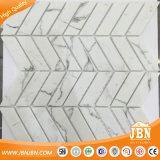 Carrara-Fischgrätenmuster Ineinander greifen-Eingehangene Glasmosaik-Fliese (V637001)
