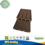 Tarjetas huecos compuestas de madera del Decking del grano WPC de la vida útil larga decorativa con los certificados del Ce