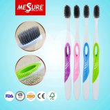 Cepillo de dientes limpio oral adulto del diseño de la venta al por mayor de la cerda de bambú popular del carbón de leña