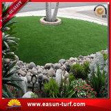 Césped sintetizado artificial del paisaje caliente de la venta para el jardín