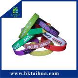 L'abitudine calda di vendita non rende a braccialetto poco costoso del Wristband di prezzi minimo
