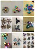 De Vinger van het stuk speelgoed friemelt de Hand van de Spinner friemelt Kleurrijke Spinner friemelt Spinners