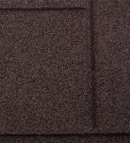 ゴム製床タイルをかみ合わせるプロスポーツ