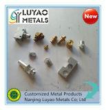 Peça de usinagem de alumínio com diferentes padrões de fio