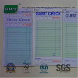 Le papier bond ou du papier autocopiant facture et la réception livre avec l'impression personnalisée