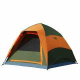 فوريّة فرقعت فوق خيمة لأنّ 3 أشخاص أسرة [كمبينغس] خارجيّ