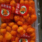 Mandarino dolce giallo del bambino con l'imballaggio della scatola