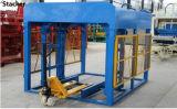 Bloc creux complètement automatique faisant la ligne de production à la machine enclenchant pavant le bloc faisant la machine Qt10-15