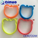 Moulage d'oeufs de silicones de conformité de FDA de Qinuo pour faire des beignets, omelettes