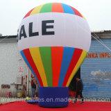 Balão à terra gigante com o ventilador que trabalha para anunciar