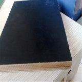 1220*2440mmの黒いフィルムは構築のための合板に直面した