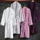 ホテルまたはホーム様式の柔らかく、極度の吸収性のビロードの浴衣かねまきまたはパジャマ