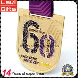 Двойное закручивая медаль металла 2017 идущее