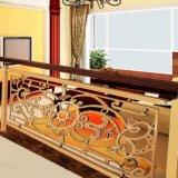 良質のホテルの別荘の内部のヨーロッパ式のステアケースのガードレール