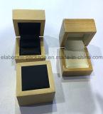 小さい木箱は宝石箱を卸し売りする