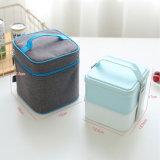 Sacchetto del pranzo e casella di pranzo isolati sacchetto più freddo 10203A