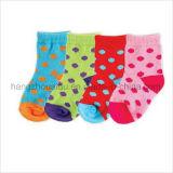 Wellen-Punkt oder Streifen-Süßigkeit-Farben-heiße Baby-Socke