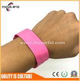 Дешевые цены тканого RFID браслет на выставке при печати логотипов