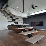Diseño recto de madera y de acero de interior de la escalera