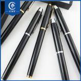 Penne di Ballpoint all'ingrosso della traversa del metallo della penna nell'azione di torsione