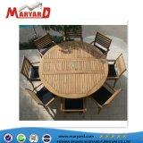 Neuer Entwurfs-im Freien Teakholz-Möbel-Tisch u. Stühle eingestellt