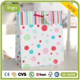 Colorear la bolsa de papel del regalo del ornamento de la ropa de moda del modelo de PUNTO de polca