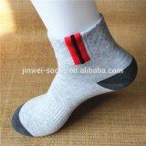 Preiswerte Großhandelsmens-Form-athletische Baumwollunsichtbare Socken