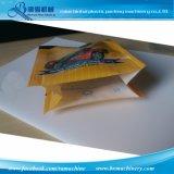 ファスナーを絞める機械装置を薄板にされたフィルムのペットフードのパッキング袋は袋を立てる