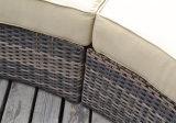 Для использования вне помещений диван гостеприимной атмосферой,
