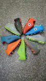 De Schoenen van de Bal van de voet, de Voetbalschoenen van de Manier, de Voetbalschoenen van Mensen, de Schoenen van de Sport van Mensen/Loopschoenen, 12000pairs