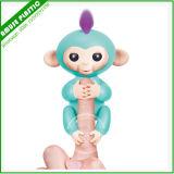 1匹のFingerlingsの赤ん坊猿を持つPlaysetの振動運動場猿
